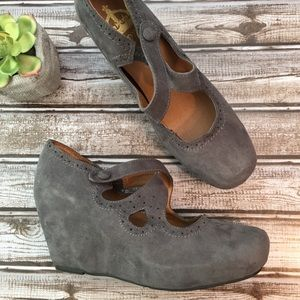 Crown Vintage Rounded Toe Gray Suede Wedges